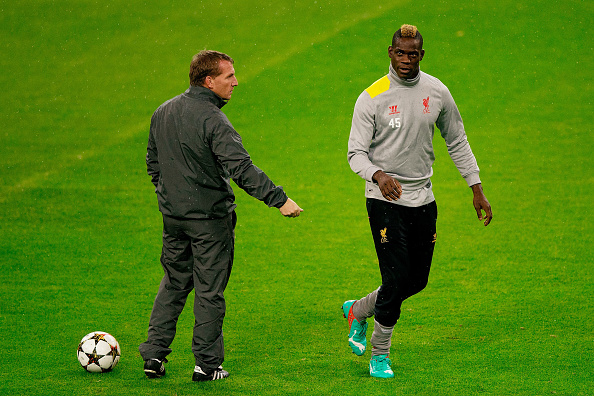 MADRID, SPAIN - NOVEMBER 03: head coach Brendan Rodgers (L) of Liverpool FC gives instructions to his player Mario Balotelli (R) during the training session ahead of the UEFA Champions League Group B match between Real Madrid CF and Liverpool FC at Estadio Santiago Bernabeu on November 3, 2014 in Madrid, Spain.  (Photo by Gonzalo Arroyo Moreno/Getty Images)